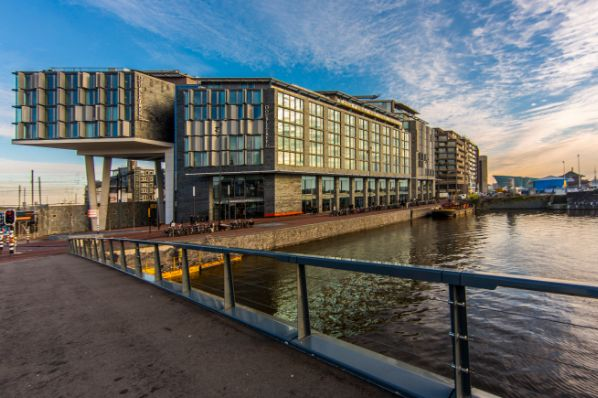 AXA IM - Real Assets acquires Hilton hotel in Amsterdam (NL)