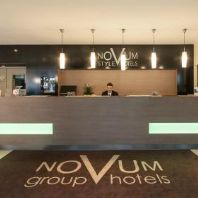 https://media-cdn.tripadvisor.com/media/photo-s/09/98/37/9b/novum-hotel-aldea-berlin.jpg