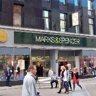 M&S to close 100 stores by 2022 (GB)