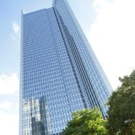 Iconic Frankfurt skyscraper changes hands in €670m deal (DE)