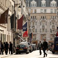New Bond Street is Europe's most expensive shopping location (GB)