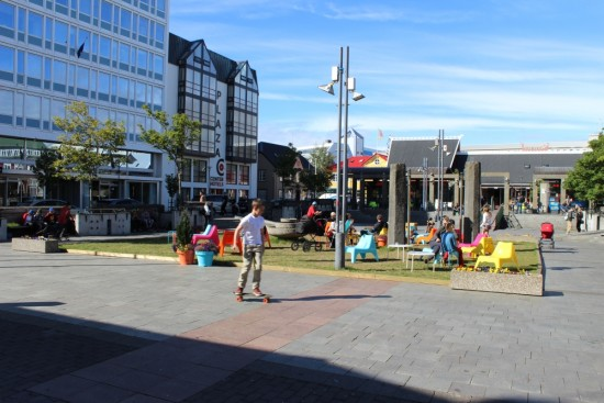 Reykjavik_downtown_atmosphere_Ingolfstorg_square
